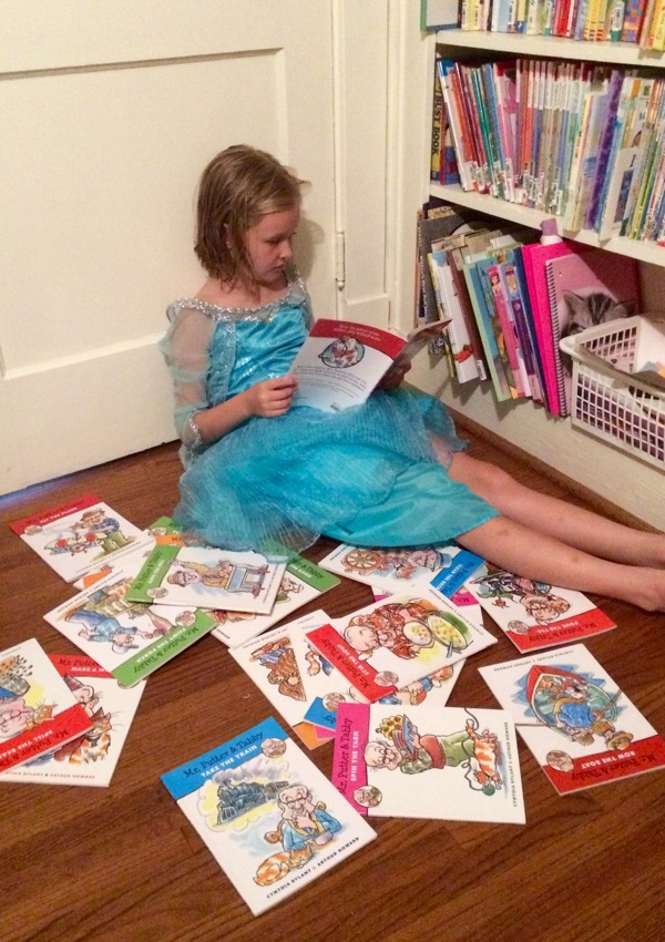 Princesses like to read too.  (Sorry, QUEENS.  That's Elsa's dress.)